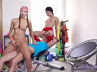 Colorful workout room FFM coitus Jade Presley won't soon forget